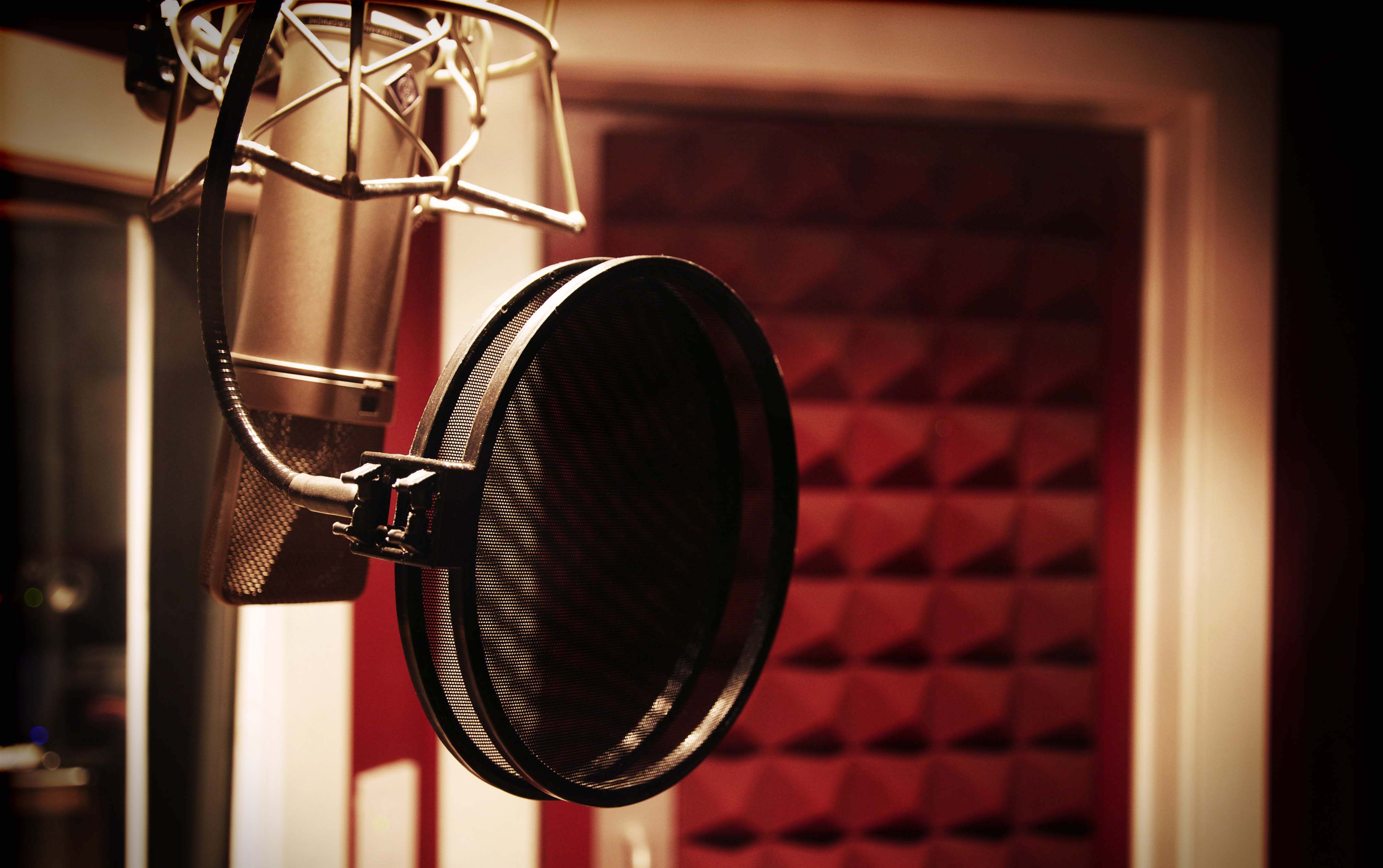 Back Up From The Mic For Better Vocals | pureMix net