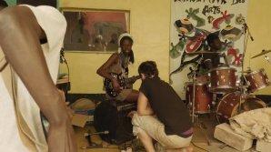 Simon & Greg Record The World S01 EP3: Recording The Band Kazavoice