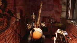 Simon & Greg Record The World S01 EP4: Recording at Black N White Studio